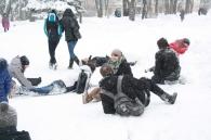У сквері Козицького більше тридцяти молодих людей майже одночасно втратили свідомість