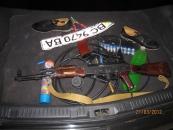 Троє киян приїхали в Літин з автоматом  АК-74 на авто без номерів