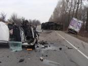 В аварії перемололо три авто і двох водіїв