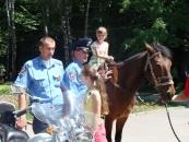 До Дня захисту дітей Державтоінспекція Вінниччини покатала дітей  на конях та на службових мотоциклах