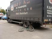 """У Вінниці вантажівка та """"Форд """"покалічили двох велосипедистів"""