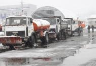 Під час снігопадів дороги та тротуари обласного центру техніка прибирає цілодобово