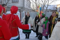 Олексій Порошенко-молодший з колядниками зайшов у кожну хату у Бершадському районі