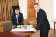 З квітами та 20-кілограмовим тортом вітав працівниць обласної лікарні імені Пирогова Сергій Кудлаєнко