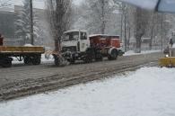 Вінницькі комунальники з 8-ї ранку чистять двори від снігу. Техніка працює на дорогах з 11-ї години