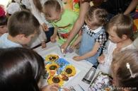 Воспитанники детдома «Малятко» подарили Ирине Зленко свою  картину