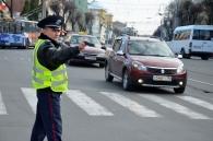 Сьогодні у Вінниці водіїв-порушників інспектори ДАІ відправляли до батюшки