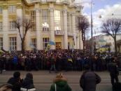Зараз під стінами ОДА, де відбувається сесія обласної ради - мітинг