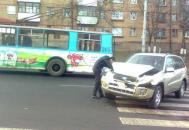 У Вінниці Toyota в'їхала в тролейбус