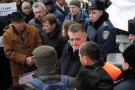 Вінницькі журналісти прийшли під стіни обласного управління міліції аби передати звернення на підтримку Тетяни Чорновол
