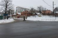 За ніч комунальні служби міста розчистили основні дороги до чорного асфальту