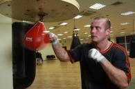 В'ячеслав Узєлков готується до бою з сербом. Фоторепортаж