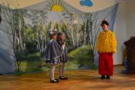 На Великдень дітлахів Сабарова розважав  дитячий театр пісні «Орфей»