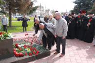 Фоторепортаж покладання квітів та вінків до пам'ятника «Жертвам Чорнобиля»