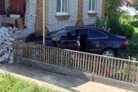 На Вінниччині киянин на крутому мерседесі влетів в житловий будинок