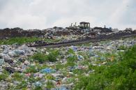 Вінничан привчать по-новому викидати сміття: пластик і харчові відходи - у різні баки