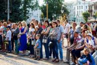 Мистецькі вихідні стартували яскравим творчим вечором під великим українським стягом