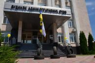 «Смотрящим» від Януковича назвали київські активісти голову Вінницького апеляційного адмінсуду Віталія Кузьмишина. Сьогодні вимагали його відставки