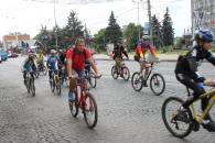Вінничани здавали використані батарейки, їздили на велосипедах та розглядали гібридні авто ДАІ