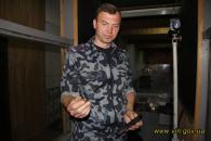 Губернатор особисто перевірив міцність пластин бронежилетів для вінницьких бійців