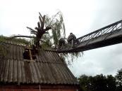 12 липня рятувальники ліквідовували наслідки урагану в 30 населених пунктах області