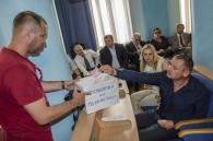 Депутатів облради «змусили» скинутись для бійців АТО. А обранці усе кричали: хто «Слава Україні!», хто «Ганьба!»