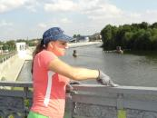 Журналісти та волонтери додали Центральному мосту національної символіки