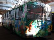 У Вінниці з'явився тролейбус розписаний квітами