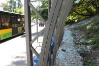 Вночі хуліган з пістолета розстріляв автобусну зупинку на Козицького (оновлено)