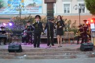 На Театральній рятувальники вітали вінничан з Днем захисника України