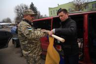 В допомогу вінничанам, які воюють на Сході, відправили ЗІЛ «Монстрик»