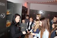 25 школярів з БізнесШколи дізналися, як роблять цукерки