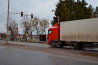 У Стрижавці навпроти загальноосвітньої школи встановили світлофор