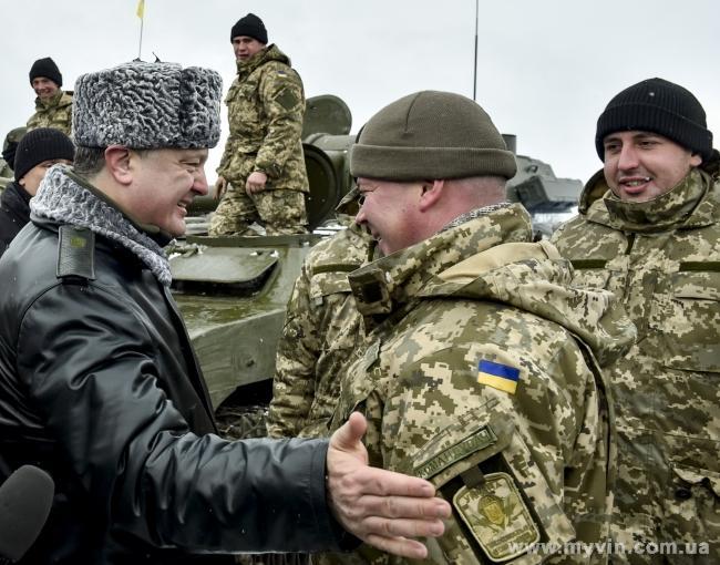 Порошенко наградил 25 военных за героизм и защиту суверенитета Украины НБН