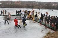 Сьогодні сотні вінничан занурилися у хрещенську воду. Фоторепортаж