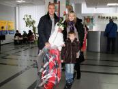 Родинам, у яких на Новий рік та Різдво народилися діти, подарували коляски