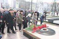 Фоторепортаж з покладання квітів з нагоди Дня визволення Вінниці від фашистських загарбників