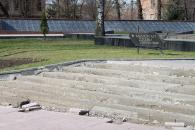 На площі Європейській ремонтують сходи до Меморіалу Слави