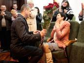 На зустрічі працівників фіскальної служби Вінниччини, що повернулися з АТО, боєць освідчився коханій