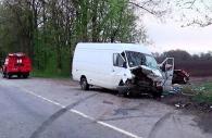 """На Вінниччині бус """"Мерседес"""" зіштовхнувся з автомобілем """"Москвич"""". Загинуло дві людини"""