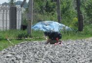 На вулиці Примакова чоловік розгортаючи щебінь знайшов гранату