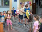 У рамках «Мистецьких вихідних» дітям розповідали про ляльки-мотанки, проводили майстер-класи та книжкову лотерею
