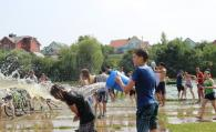 """На Вишенському озері близько 200 вінничан взяли участь у """"водяній битві"""""""
