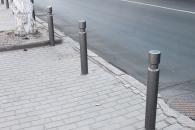 Для боротьби зі стихійним паркуванням біля двох площ у центрі міста встановили спеціальні стовпчики
