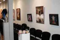 """Чарівні жінки та барвисті квіти у виставковій залі """"Арт-Шик"""""""