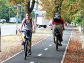 Моргунов сів на велосипед, аби перевірити якість нової велосипедної доріжки на Юності