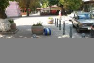 По Козицького за Вежею встановлено антипаркувальні стовпчики