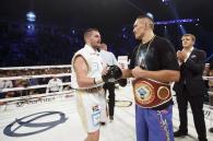 Олександр Усик знову переміг