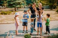 У Європейському саду маленьких вінничан навчали садити хризантеми