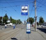 На зупинках громадського транспорту вже встановили майже сотню інформаційних табличок та знаків з розкладом руху